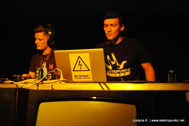 Fisz,Coki,Scotch Egg,DVS1, Evidence,U Know Me,up to date,festiwal,festival,białystok,original source,robodrum,elektropunkz,baq baq to jest skład,feel-x,joka,abradab,kaliber 44,dopplereffekt,gerald donald,dobrebity,no. 107,hadamard,i-f,dj assault,luke slater,tom encore,hip hop,hip-hop,electro,techno,dubstep,grime,glitch-hop,glitch hop,miami,bass,imprezy